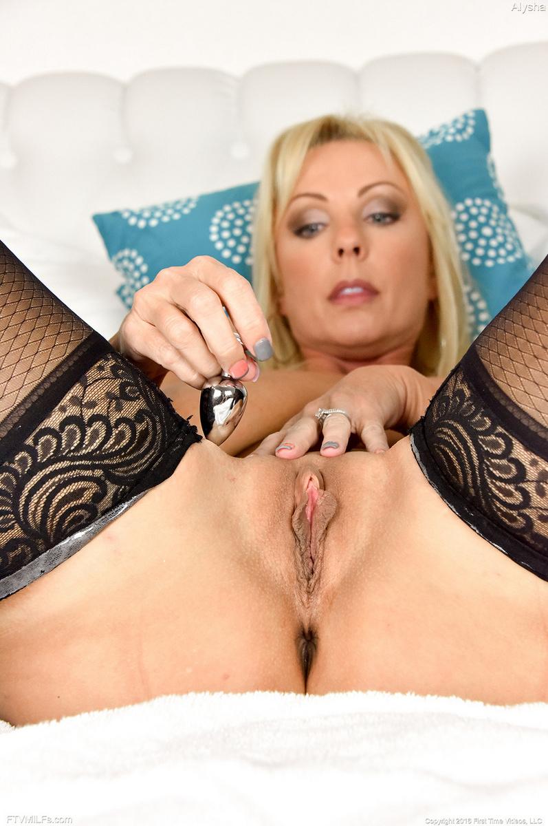 nude girl fun mouth