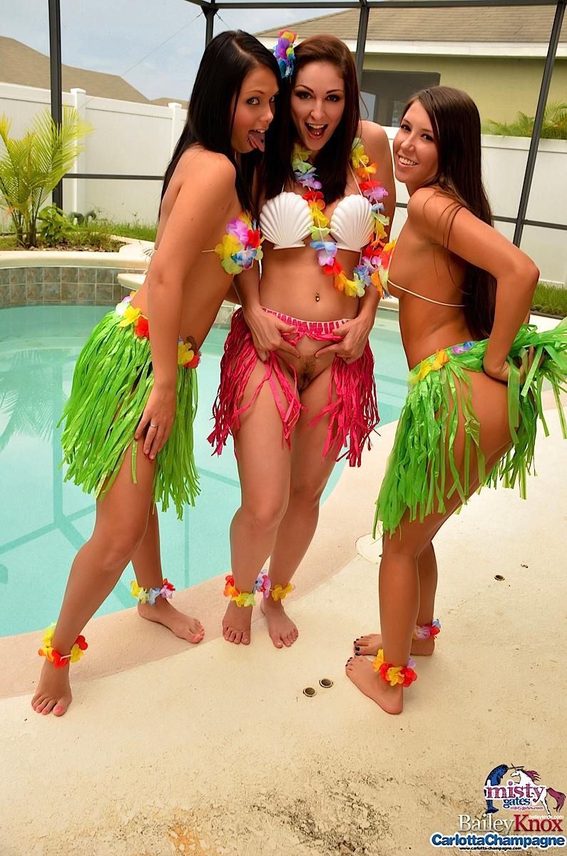 Naked hula girls