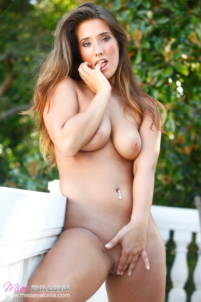 eva lovia i know that girl