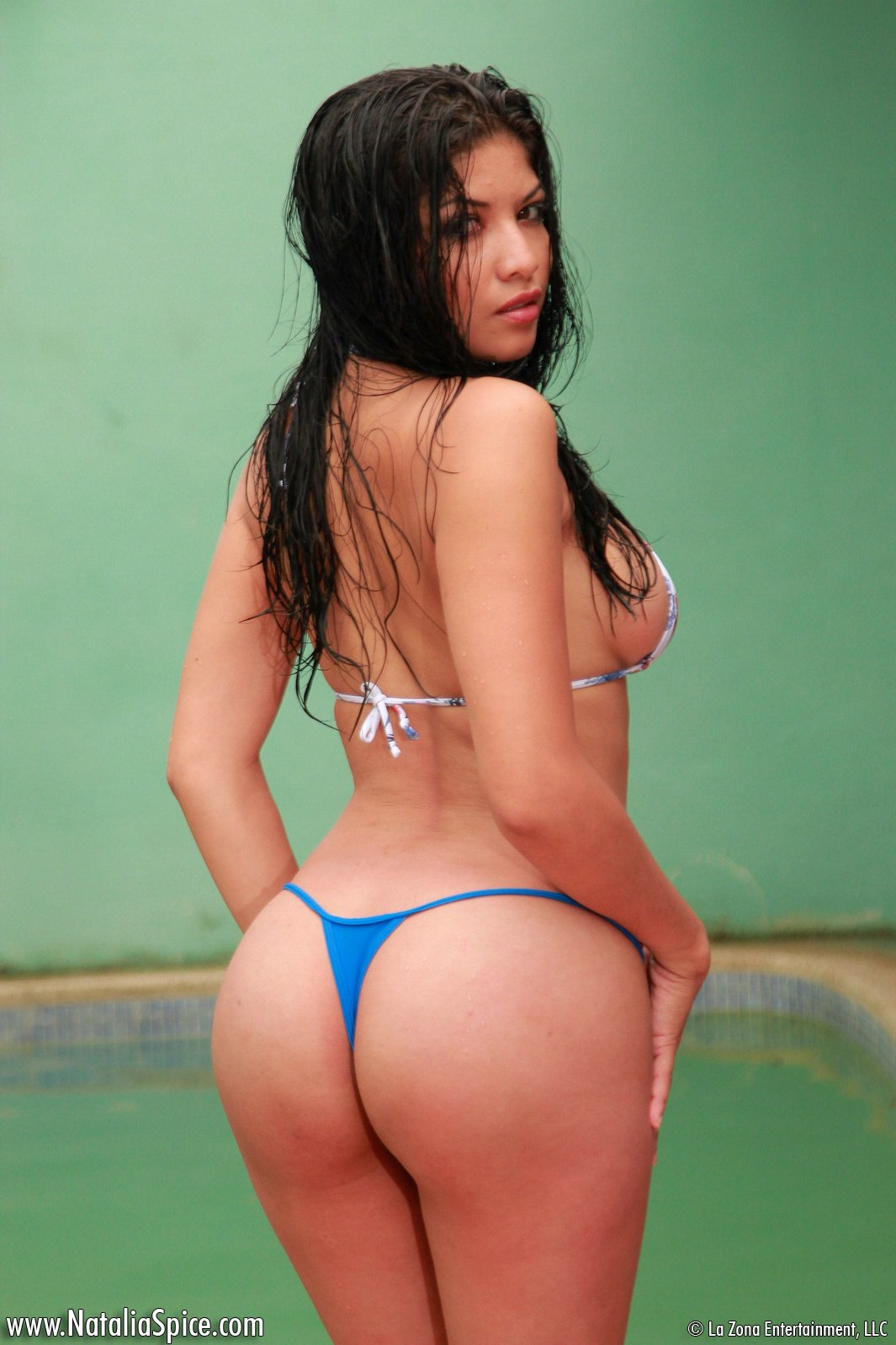 girl Latina naked curvy