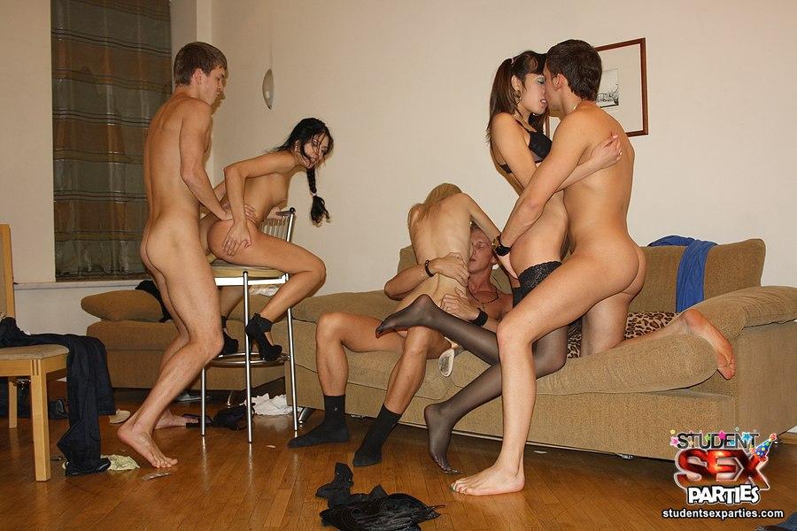 порнофотогалереи голых студенток